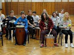 Bubny v ZŠ Stříbrnická nabily mezinárodní setkání.