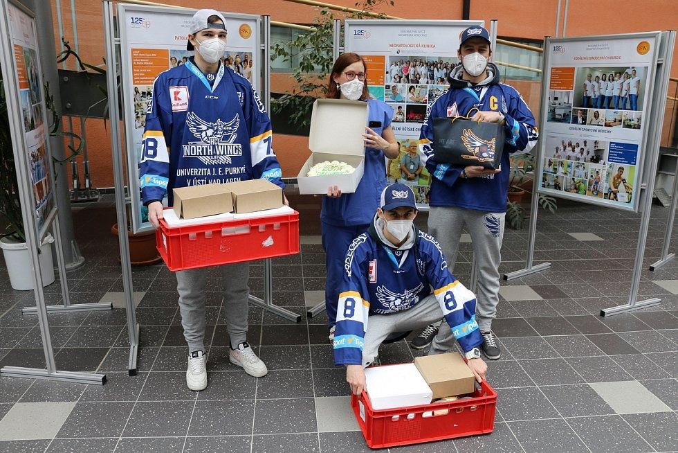 Hráči HC North Wings vyjádřili respekt a podporu lékařům a sestřičkám.