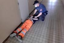 Strážníci agresivního muže zpacifikovali.