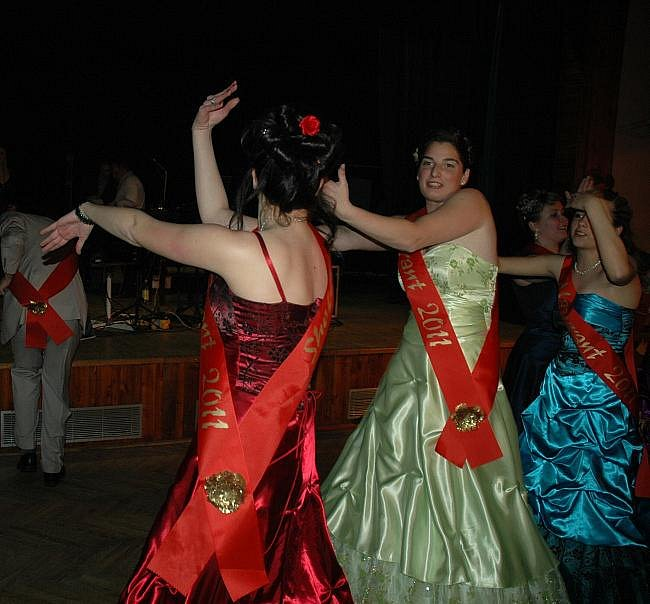 e5c04792fea0 Maturitní ples střední školy Trmice