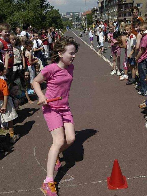 žáci základní školy Karla IV. běželi jako o závod