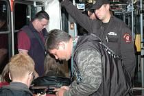 Revizoři během své směny zkontrolují kromě papírových jízdenek i stovky SMS jízdenek.