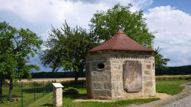 Rourový domek je erbovním znamením Hartavy.