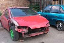 Vraky aut lze najít v některých okolních obcích.