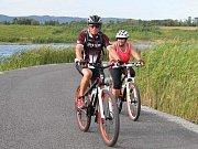 Jezero Milada láká cyklisty i turisty.