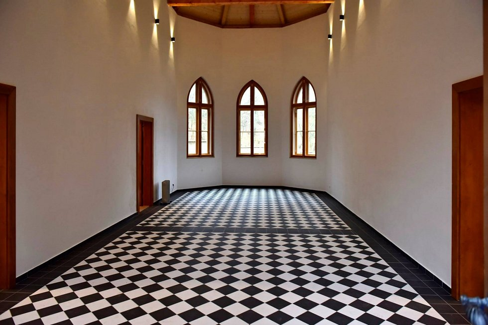Nová dlažba v kapli
