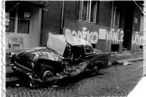 Zápisky z karantény Jiřiny Plecité například osvětlují, jak vznikla slavná fotografie ze srpna 1968, kdy na hlavní ústecké třídě přejel tank automobil.