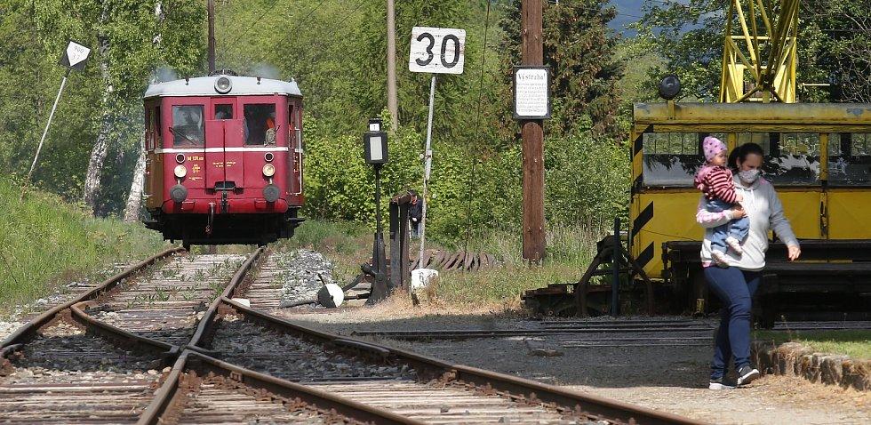 Muzeální železnice v Zubrnicích zahájila kvůli koronakrizi opožděně sezonu.