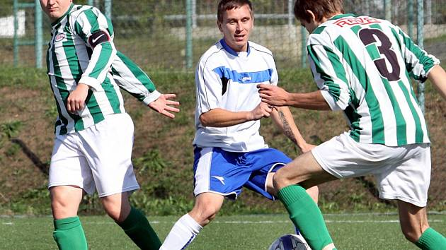 V derby s Chlumcem museli dva hráči Ravelu předčasně pod sprchy a hosté zvítězili 2:1.