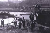 Labský přístav se rozkládal na obou březích Labe. Na snímku přístav v Kramolech ve 20. letech.