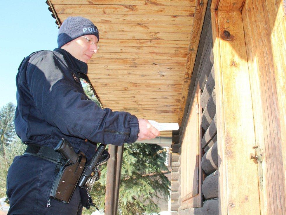 Policisté kontrolovali chatky na Chlumecku.