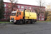 Úklid vozovky v ulici 17. listopadu v Ústí nad Labem