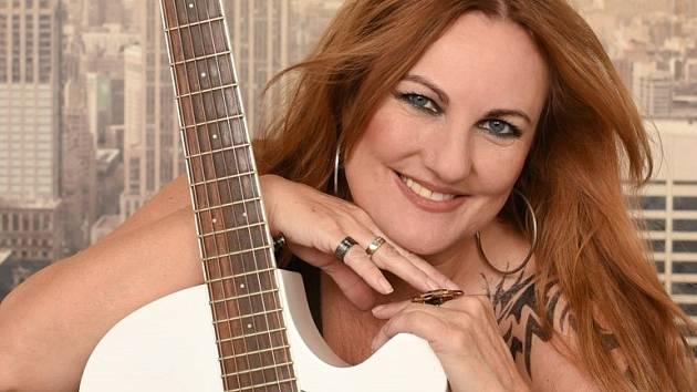Rakouská zpěvačka Christa Fartek na INTERPORTU postoupila jako vítězka Evropského country festivalu v Tyrolsku.