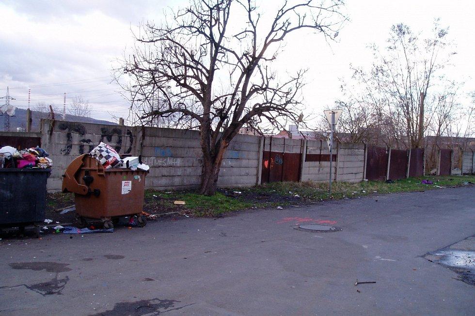 Sklářská ulice před úklidem