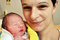 KARLÍK ŠTĚPÁNEK z Ústí se narodil v teplické nemocnici necelé 4 hodiny po půlnoci.