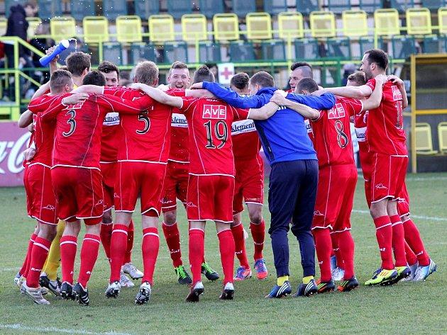Ústečtí fotbalisté (červení) zvítězili na půdě HFK Olomouc 3:1.