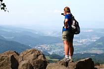 Výlet na Bukovou horu, dominantu Českého středohoří, rozhodně stojí za to.
