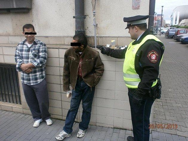 Strážníci hledali vajgly, našli heroin!