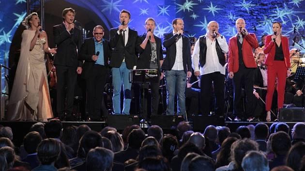 """Pod """"hvězdnou oblohou"""" zpívali Dyk, Černochová, Ruppert, Ruml, Prachař a spol."""