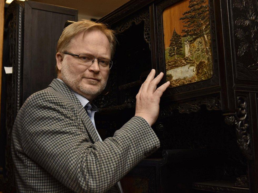 Nedostatek prostoru nebo nevyhovující izolace místností teď hodně potrápí ředitele ústeckého muzea Václava Houfka.