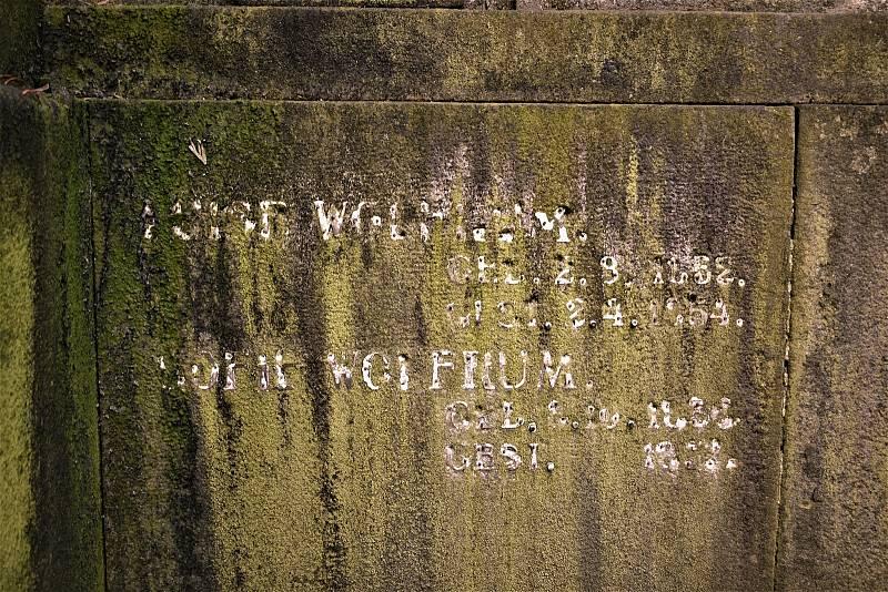 Hrobka rodiny Wolfrumů na hřbitově v Krásném Březně.