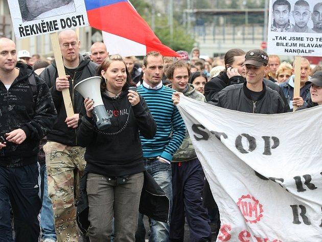 Milan Sůra, na snímku první vlevo, organizoval protiromskou demonstraci loni v říjnu. Převzala ji DSSS.