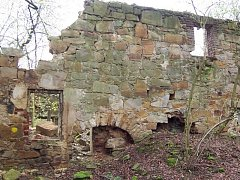 Zaniklá osada symbolizuje výraznou kapitolu česko-německých dějin po roce 1945.
