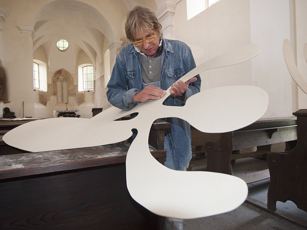 Karl Lind z Regensburgu vytvořil z překližky čtyři figury, symbolizující společenství individualit ve společnosti.