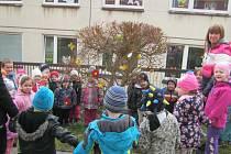 Zahrádka v Mateřské škole Vyhlídka dostala jarní kabátek.