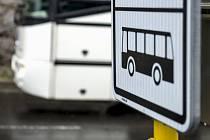 Za právní poradenství v oblasti dopravy od pražské advokátní kanceláře Skils utratil za poslední tři roky více než 64 milionů korun. Několik sporů má kraj s bývalým dopravcem BusLine, s nímž se soudí o desítky milionů korun.