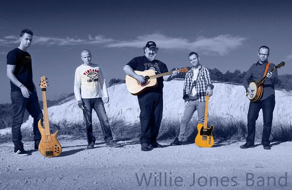 Americký country zpěvák Willie Jones se do Evropy dostal v roce 1983, když sloužil v armádě v Německu. Následně tu zůstal a se slovenskými muzikanty založil kapelu. S tou v neděli 1. srpna vystoupí v Ústí nad Labem na festivalu Interporta.