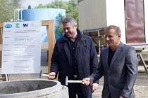 Zástupci ústecké radnice a SVS zahájili stavbu kanalizace z Habrovic a Strážek.