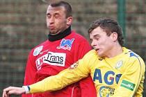 Po porážce 3:4 s Teplicemi dokázali ústečtí fotbalisté (na snímku vlevo Dvořák) nasázet tři góly i Varnsdorfu. Tentokrát se ale radovali z výhry 3:0.