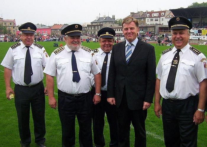 Na závěr Mistrovství ČR družstev sborů dobrovolných hasičů přijel na ústecký městský stadion v neděli předseda sněmovny Miloslav Vlček.