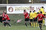 Fotbalisté Brné (žlutí) doma podlehli Neštěmicím 1:3.