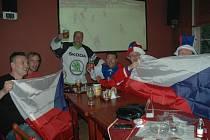 Hokejoví fanoušci U Korbele.