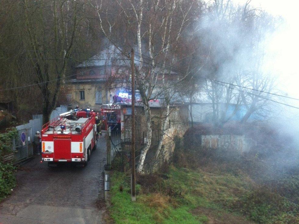 Požár ve výrobně na prskavky.