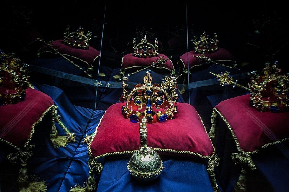 Přesné repliky korunovačních klenotů