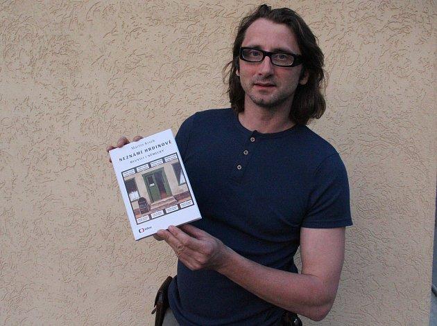 Martin Krsek je autorem knížky Neznámí hrdinové mluvili i německy, kterou v květnu 2018 vydalo nakladatelství Albatros Media v Edici ČT. Původní Snímky pocházejí z knihy neznámí hrdinové mluvili i německy.