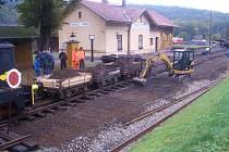 Práce na železnici v Zubrnicích.