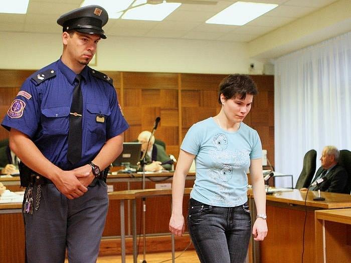 Hlavní líčení s obžalovanou Hanou Klemmovou z Lovosic, která podle obžaloby porodila a poté usmrtila novorozence.