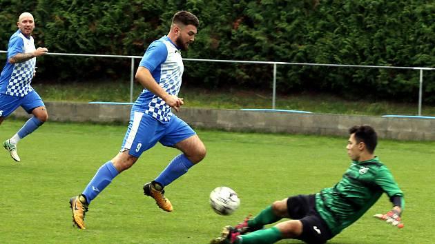 Václav Kršňák (v modrobílém), FK Chabařovice.