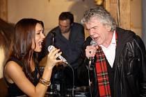 Válková a McCafferty z Nazareth v duetu.