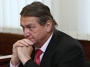 Bývalý hejtman Jiří Šulc u soudu.