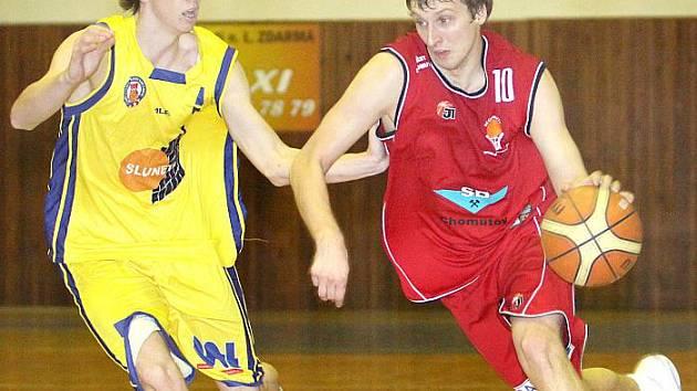 Adam Žampach (vlevo) letos patří ke klíčovým hráčům BK Ústí.