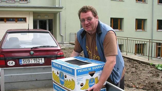 Přes tisíc krabic bude muset přestěhovat Jan Eichler (na snímku), ředitel Domu dětí a mládeže do nového sídla v Domě kultury v Ústí nad Labem. Nebude na to sám.