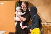 Rozhovor se Stelou Michálkovou (narozenou v červenci 2015), která před pár dny hrála ve zlínském divadle s Bolkem Polívkou v jeho představení DNA. Byla to její první role, vlastně debut. Požádali jsme ji proto o rozhovor.