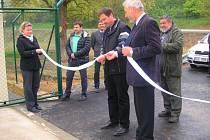 Ve Žlutavě slavnostním přestřižením pásky otevřeli ve středu 23. dubna 2014 nové Odpadové centrum Žlutava.