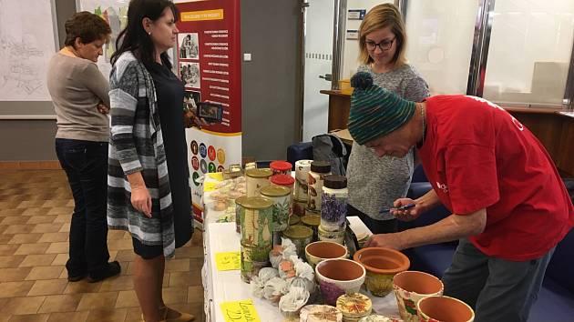 Na radnici prodávali své výrobky lidé z azylového domu Samaritán v Otrokovicích