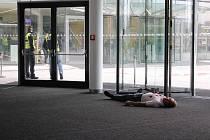 Ve Zlínském KUC proběhlo cvičení police a městské policie. Zúčastnilo se ho celkem více jak dvě sta lidí.
